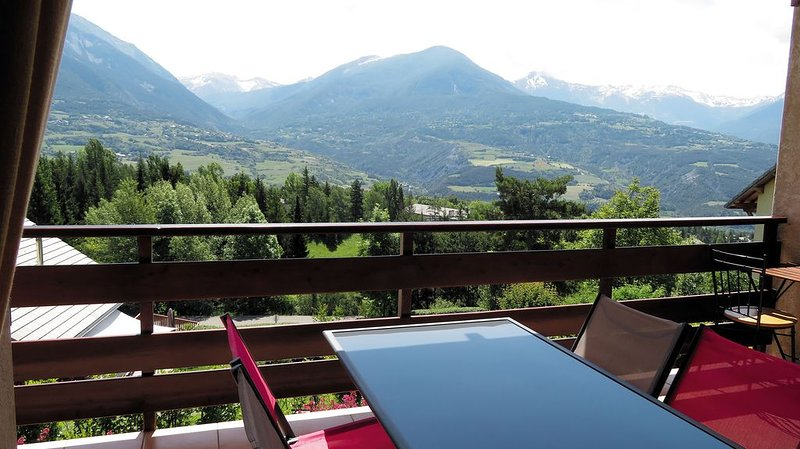 Bel appartement T3 spacieux - prox. lac Serre-Ponçon - Dispo à partir du 22 août, location de vacances à Hautes-Alpes