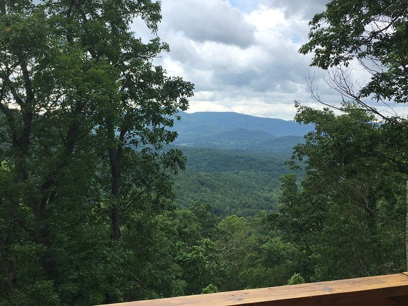 *Mountain View*Hot Tub*Cabin in the Woods*20 min to DT Asheville, casa vacanza a Fairview