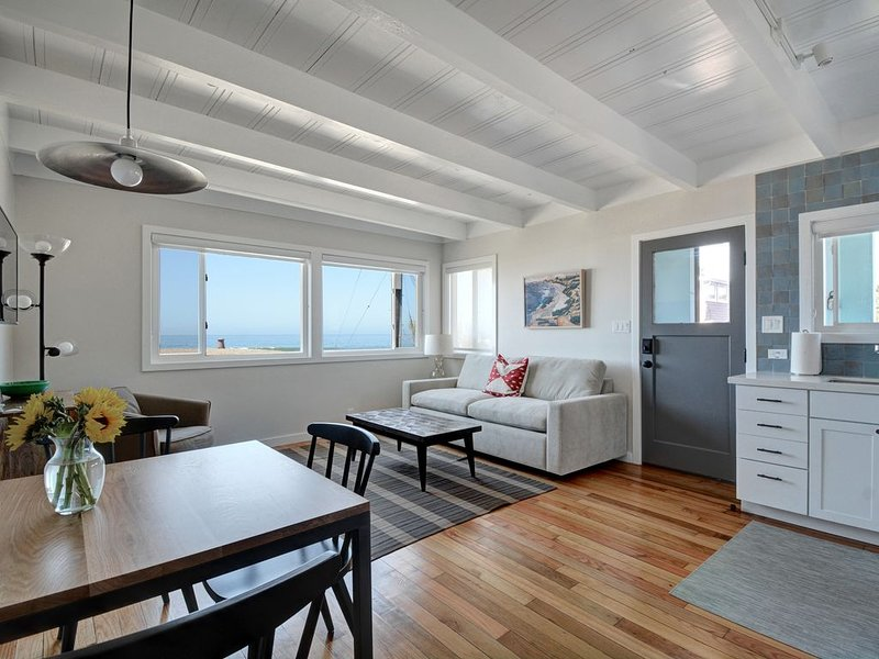 Relax and Enjoy an Oceanfront Getaway, holiday rental in Marin County