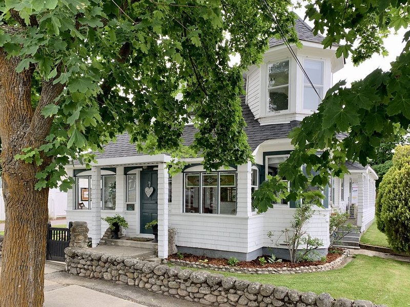Sutcliffe House - Heritage 3 bed with large yard, holiday rental in Okanagan Falls