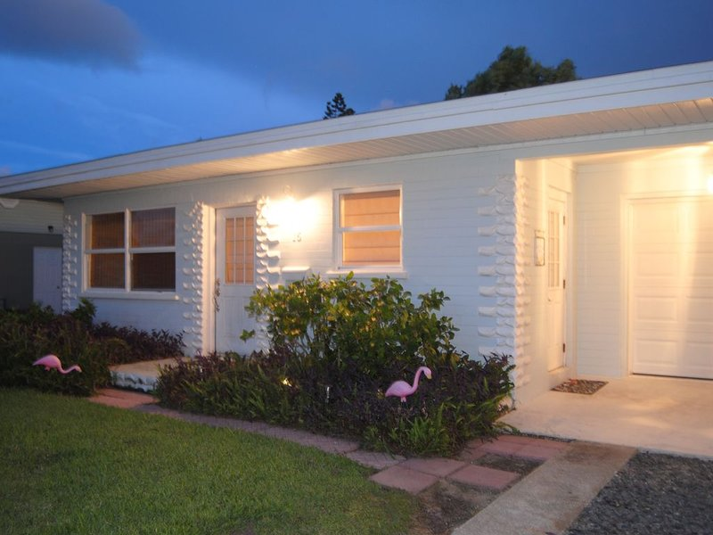 Adorable Surf Side Cottage, holiday rental in Ormond-by-the-Sea