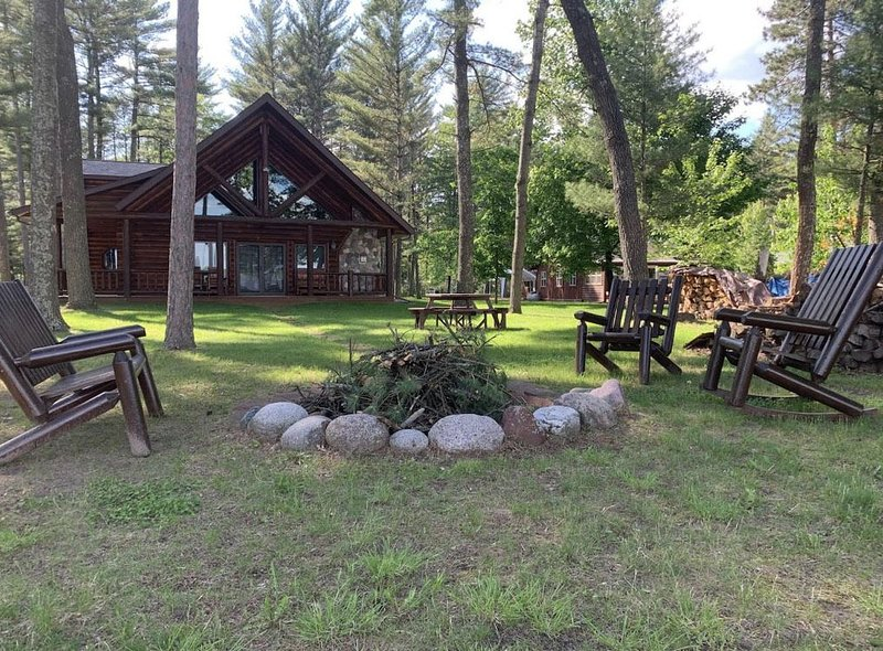 Tall Timbers Lodge - Outdoor Enthusiast Lakefront Lodge Sleeps 16, vacation rental in Alma Center