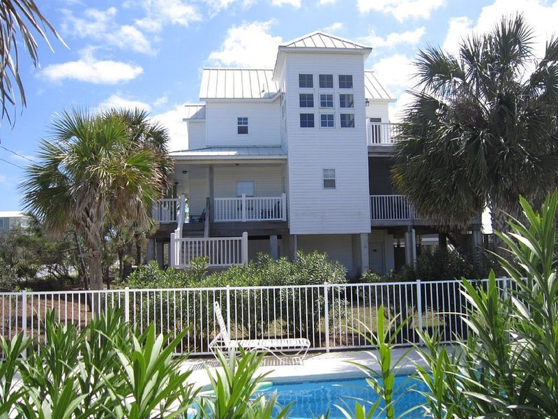 Gulf Views, Custom  2600sqft Home, 30 steps to beach, Pool, Screened Porch, alquiler de vacaciones en Cape San Blas