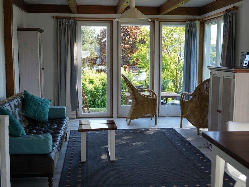 Schönes Ferienhaus in ruhiger Lage, aluguéis de temporada em Eutin