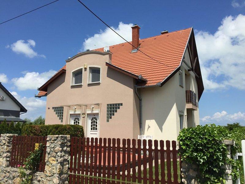 Poldis Villa nur 50m zum See (DHH Lujza), alquiler de vacaciones en Balatonederics
