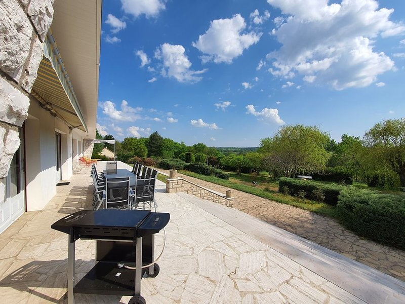 Grande Propriété au calme avec Vue Château, holiday rental in Chaumont-sur-Loire