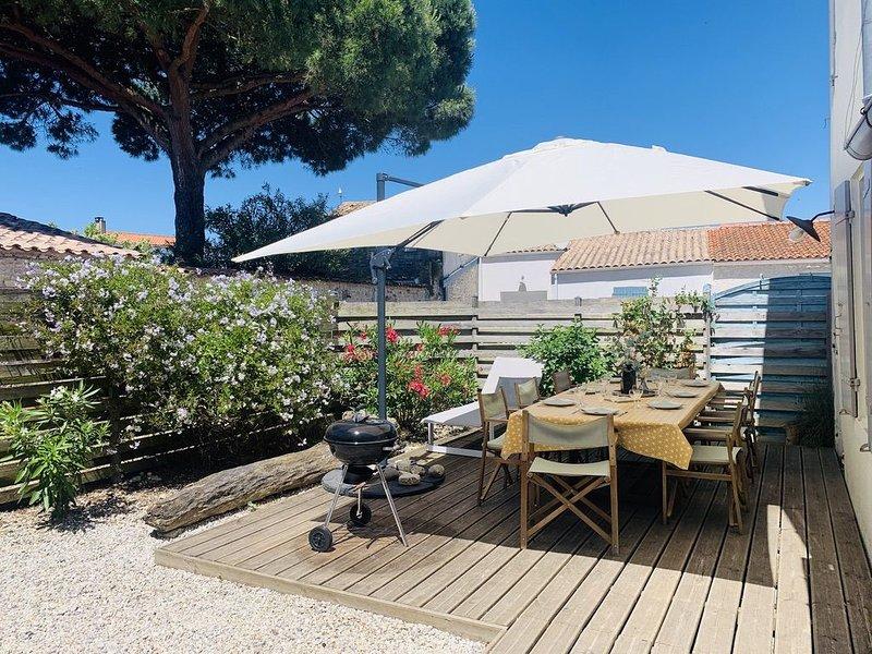 OLERON, Maison de charme terrasse plein Ouest, plage 1 km plage piste cyclable, vakantiewoning in Saint-Georges d'Oléron