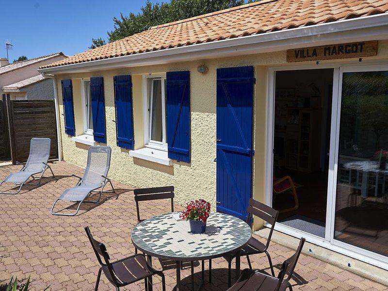 Villa indépendante au calme,  80 mètres de la mer, seaside beach, vacation rental in Tharon-Plage