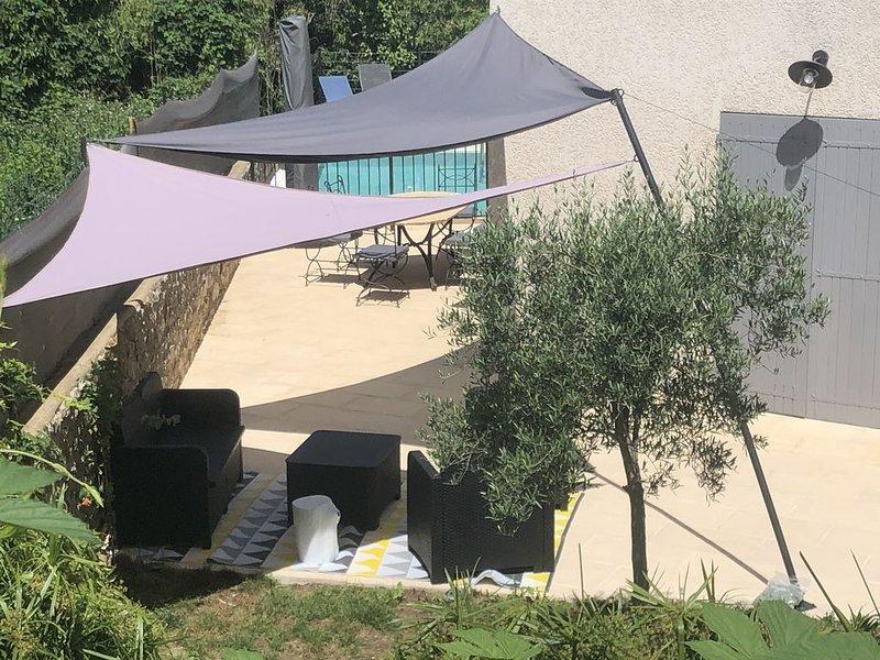 Maison avec piscine privée Jardin à Saint Laurent de Carnols  Vallée de la Cèze, vacation rental in Goudargues