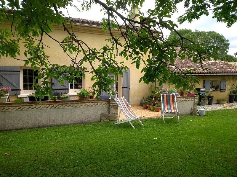 VASTE MAISON FAMILIALE CLÔTURÉE PRES DE ST ÉMILION, BORDEAUX, holiday rental in Saint Martin de Coux