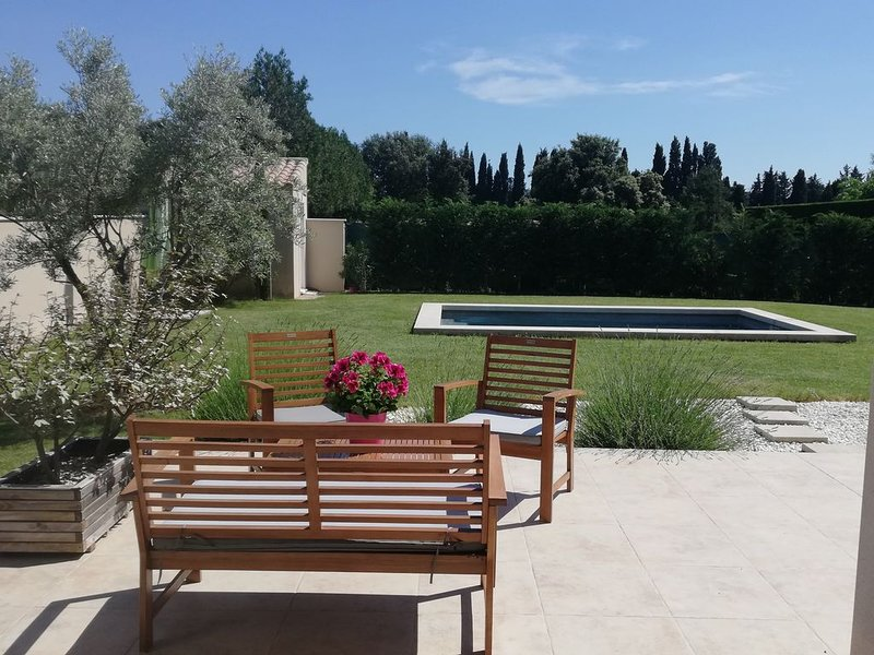 Le songe des Lavandes piscine privee accueil PMR, holiday rental in Orgon