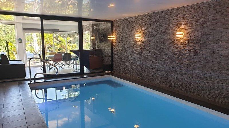 Appt. 6 pers. dans villa avec piscine intérieure chauffée,  jacuzzi et terrasse, alquiler vacacional en Hesdin-l'Abbe