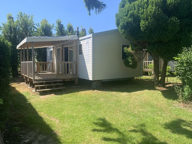 MOBIL HOME 2 CHAMBRES 4 PERSONNES  À DEAUVILLE, casa vacanza a Bourgeauville