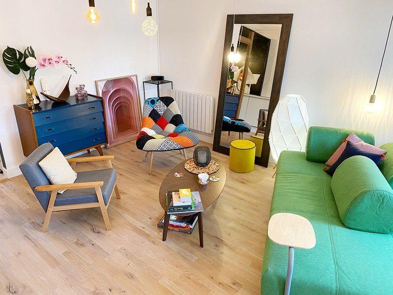 Duplex lumineux, coloré, atypique face cathédrale, vacation rental in Saint-Brieuc