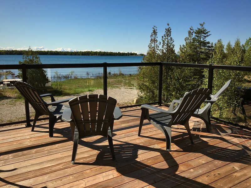 Tobermory - Lake Huron Waterfront - Newly Renovated, alquiler de vacaciones en Bruce County
