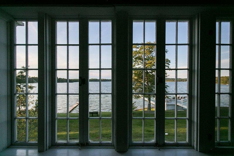 Lakefront, Beautiful, Cathedral Ceilings, Walk to private Lake Michigan Beach, alquiler vacacional en Bear Lake