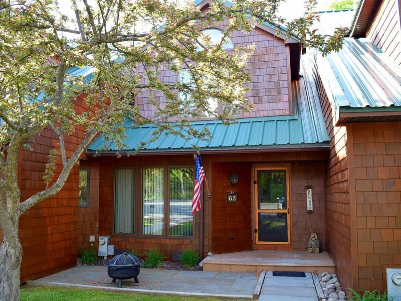 Townhome J3 - 4th Lake, casa vacanza a Eagle Bay