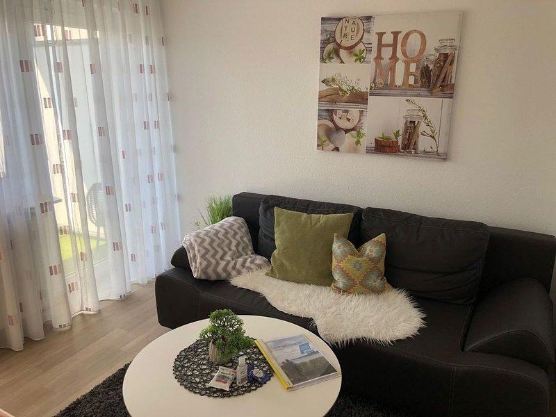 Kleine Ferienwohnung, 35 qm mit Balkon und 1 Schlafzimmer für max. 2 Personen, vacation rental in Stockach