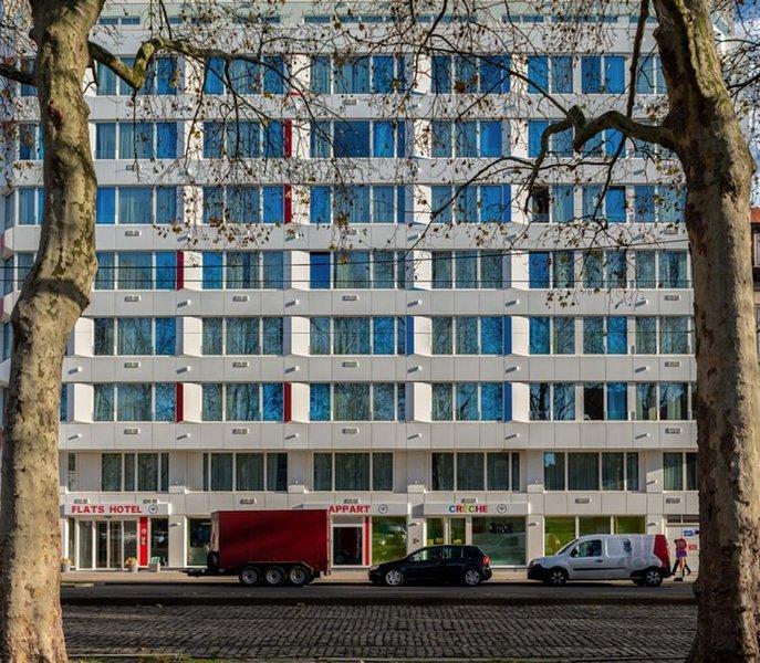 Superbe Business Studio refait à neuf, dans un immeuble sécurisée!, vacation rental in Anderlecht