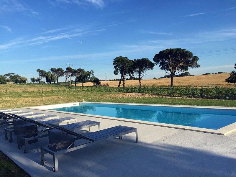 Les 3 GÎTES de BINEL piscine privée  pour 17 adultes et enfants, holiday rental in Verfeil