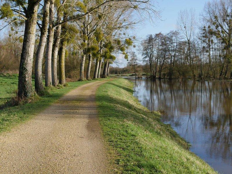 Canal de Nantes à Brest et Forêt du Gâvre, Jolie Maison 4 personnes, vacation rental in Guenrouet