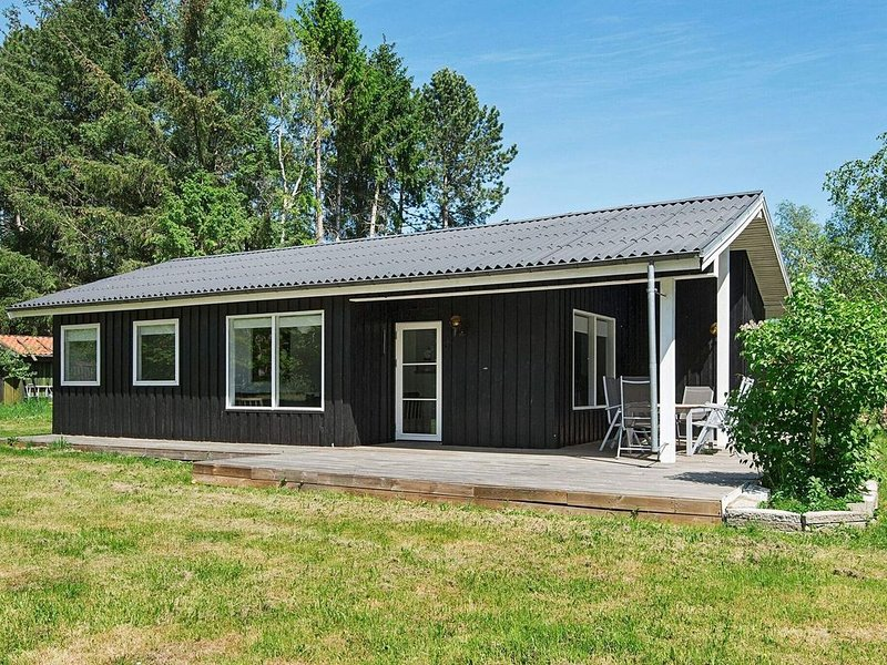Tranquil Holiday Home in Ebeltoft with Barbecue, location de vacances à Egsmark Strand