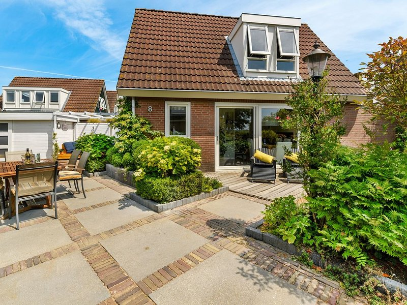 Refreshing Holiday Home in Kaag with Terrace, vakantiewoning in Leiden