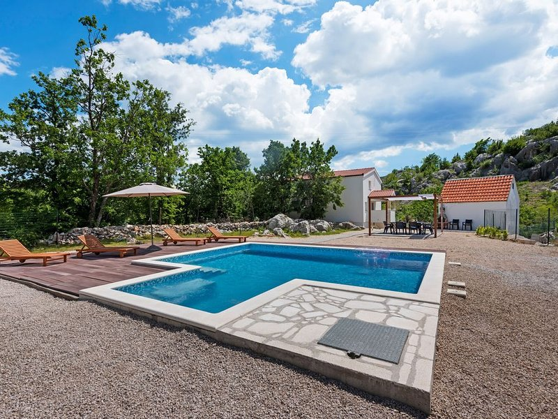Countryside Villa near Split with Private Pool, vacation rental in Neoric