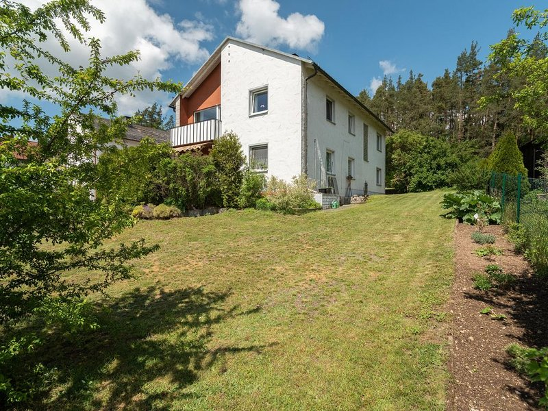 Tranquil Apartment in Marktleuthen near River and Forest, location de vacances à Bischofsgrun