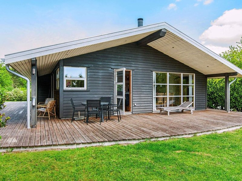 Inviting Holiday Home in Ebeltoft near Sea, holiday rental in Foelle Strand