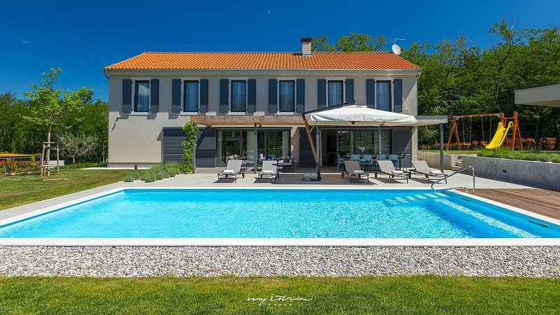 Modern villa with private pool near Porec, location de vacances à Baldasi