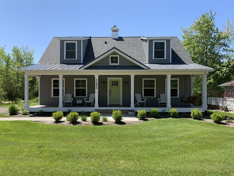 Beautiful New Home two blocks from Lake Michigan  - Miami Park South Haven, location de vacances à South Haven
