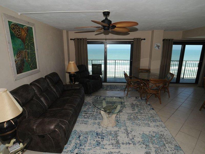 Beautiful 2 BR/2BA Ocean Front Condo, vacation rental in Daytona Beach Shores