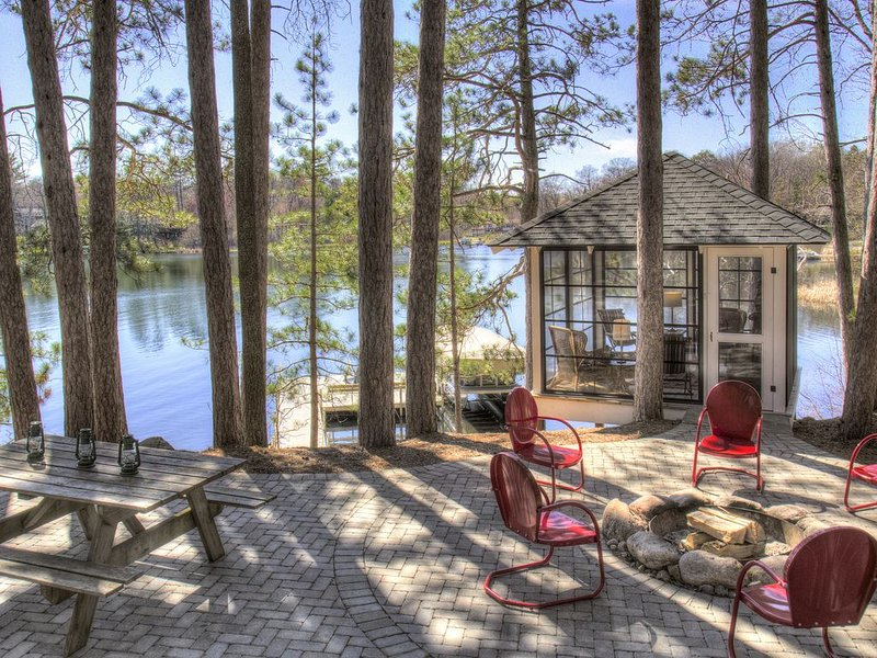 Vintage Cabin on Beautiful Lake O'Brien - Includes Pontoon Boat, casa vacanza a Outing