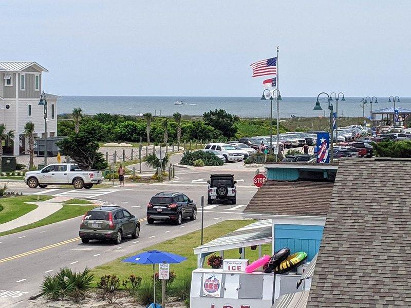 On Sunset Beach Island 1 Bedroom Condo sleeps 4 Water view! 1 Block Walk! Unit 2, vacation rental in Sunset Beach