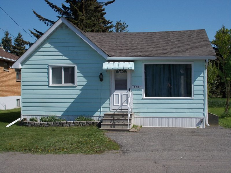 Quaint Spacious 3 Bedroom House Sleeps5, holiday rental in Thunder Bay District