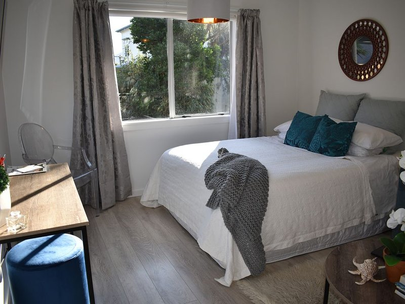 Boutique Beachside Studio for Adventure, Golf, Romance or Business, vacation rental in Kapiti Coast