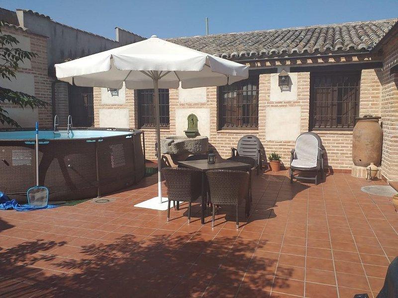 Gran casa rústica a tan sólo 20 minutos de la ciudad de Toledo, vacation rental in Camarena
