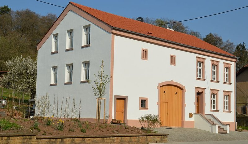 Moderne Ferienwohnung  im liebevoll restaurierten Lothringer Bauernhaus, holiday rental in Weiskirchen