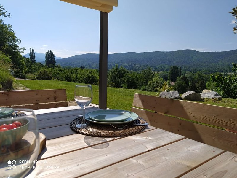 Maison / gite à Dieulefit Drome provençale  vue  sur la  nature et les montagnes, Ferienwohnung in Roche-Saint-Secret-Beconne