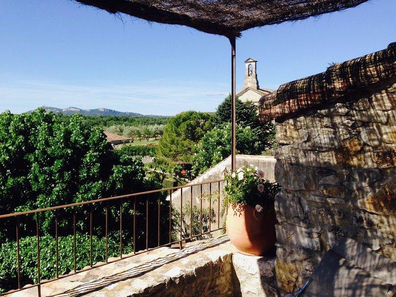 Maison de village avec jardin et terrasse avec vue, holiday rental in Mejannes-le-Clap