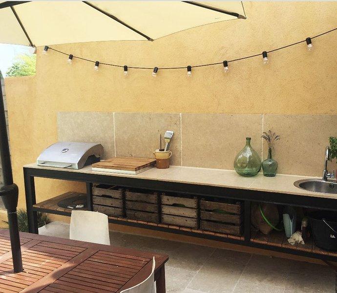 Jolie maison à 15 minutes d'Aix-en-Provence, aluguéis de temporada em Saint-Cannat