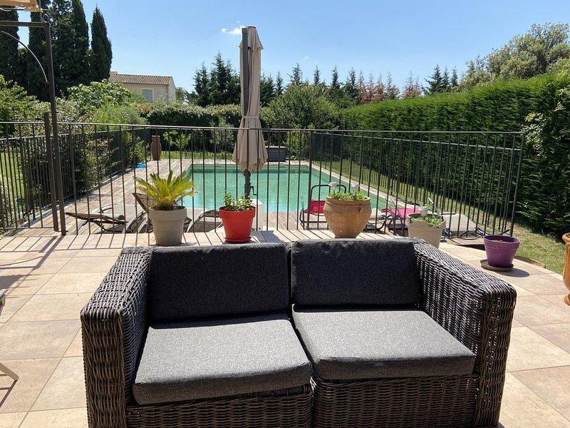Joli villa avec piscine au calme entre orange et avignon, alquiler vacacional en Roquemaure