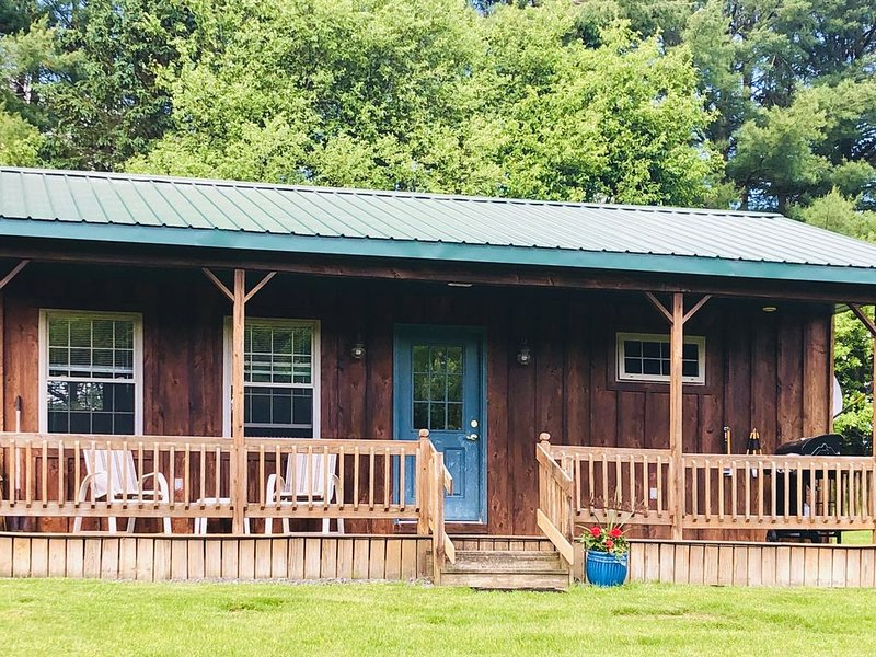 Beautiful Private Cabin Getaway. Rustic, Relaxing, Pet Friendly Paradise., location de vacances à Hamilton