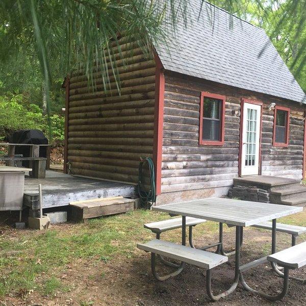 Log Cabin-Glam Camping, casa vacanza a Charlestown