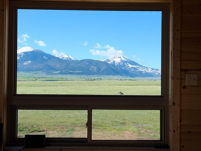 New Paradise valley cabin near Yellowstone National Park!, location de vacances à Livingston