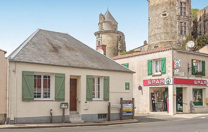 2 Zimmer Unterkunft in Apremont, vacation rental in Saint-Christophe-du-Ligneron