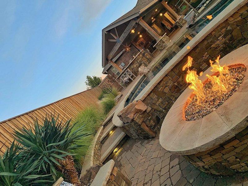 Private Luxury w/ firepit HotTub Heated Patio, location de vacances à Lubbock
