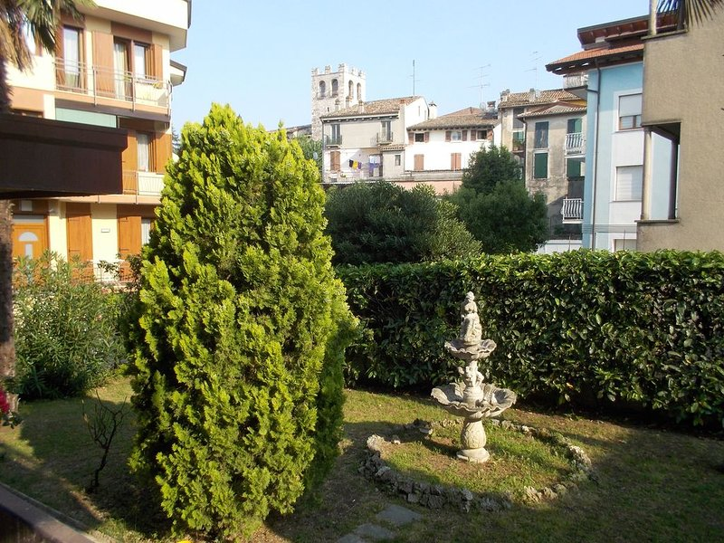 Ampio appartamento a due passi dal centro storico, holiday rental in Lake Garda