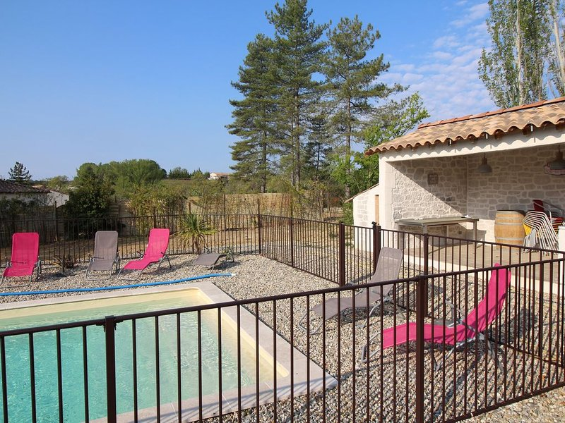 VILLA DE PLAIN PIED AVEC PISCINE CHAUFFEE, aluguéis de temporada em Saint-Julien-de-Cassagnas